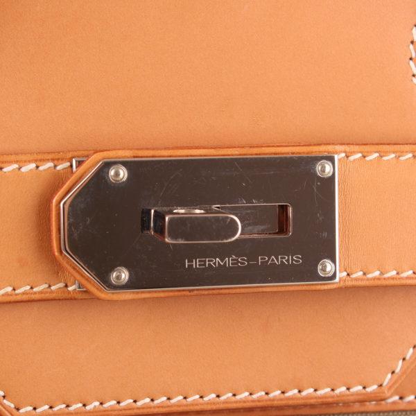 Imagen del cierre de la bolsa de viaje hermès haut à courroies lona militar verde piel natural