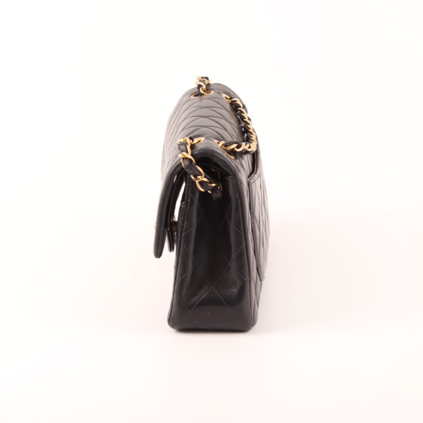 Imagen del lateral 2 del bolso Chanel 2.55 Double Flap Bag en piel de oveja azul.