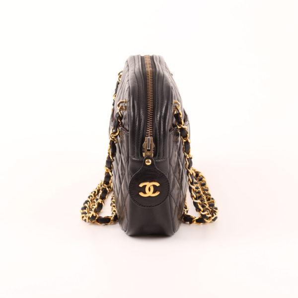 Imagen del lado 2 del bolso chanel camera piel cordero negro cadena doble dorada