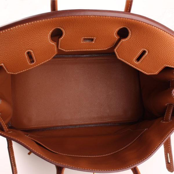 Imagen del interior del bolso hermès birkin 35 en piel marrón