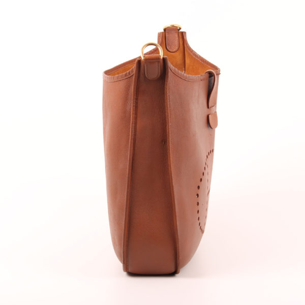 Imagen del lado 2 del bolso hermès evelyne togo gold