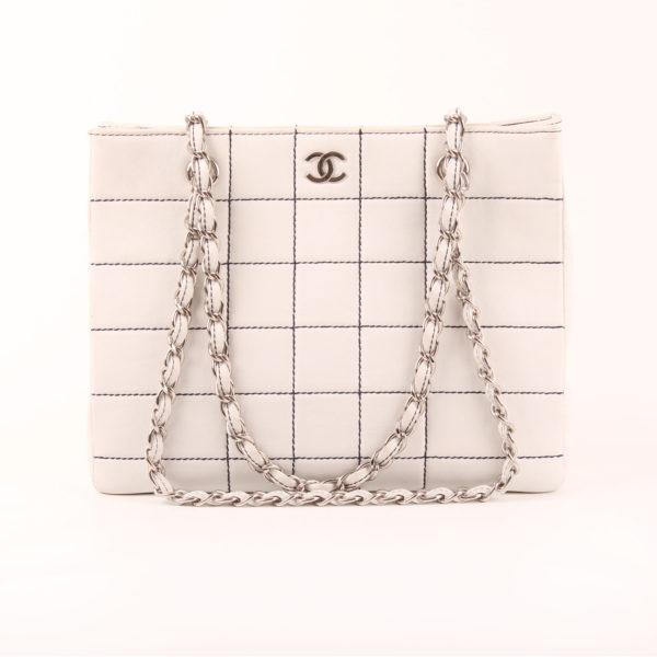 Imagen del chanel tote blanco cuadrado piel cordero con doble cadena