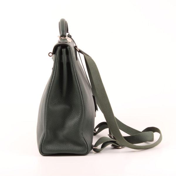 Imagen del lado 1 de la mochila hermès kelly sac à dos togo verde