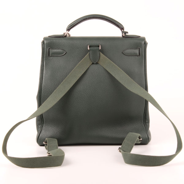 Imagen trasera de la mochila hermès kelly sac à dos togo verde