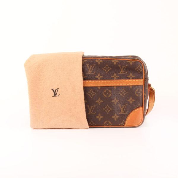 Imagen del bolso bandolera louis vuitton trocadéro 27 mm monogram con funda guardapolvo