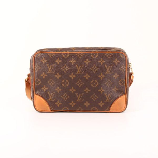 Imagen trasera del bolso bandolera louis vuitton trocadéro 27 mm monogram