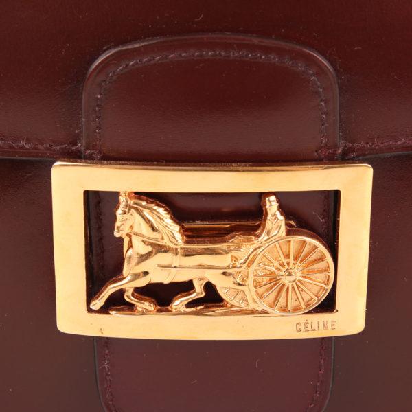 Imagen del cierre oro del bolso céline vintage box calèche burdeos
