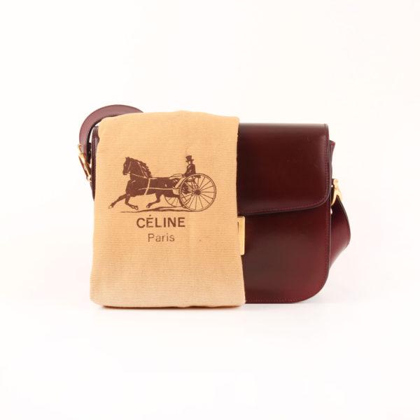 Imagen del bolso céline vintage box calèche burdeos cierre en oro con funda guardapolvo