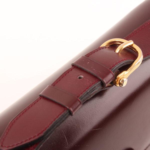 Imagen de la hebilla gold del bolso céline vintage calèche burdeos