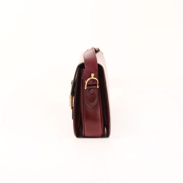 Imagen del lado 2 del bolso céline vintage box calèche cierre dorado granate
