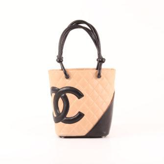 Imagen frontal del bolso chanel cambon tote pequeño beig negro