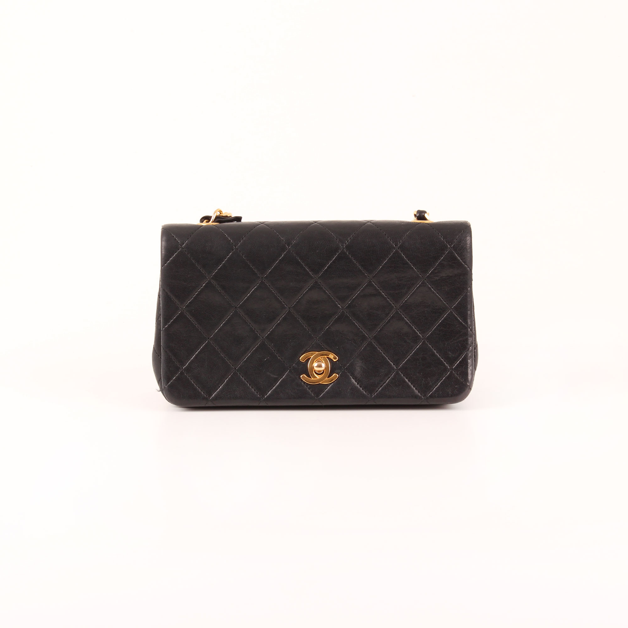 88c7bb077 Imagen frontal del bolso Chanel Timeless Vintage Flap Bag en piel de cordero  negra.