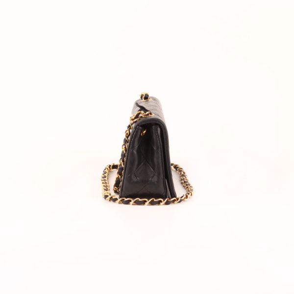 Imagen del lado 2 del bolso chanel vintage timeless flap bag