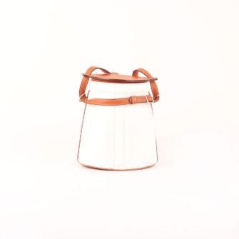 Imagen frontal del bolso fiambrera hermès farming bag blanca epsom gold