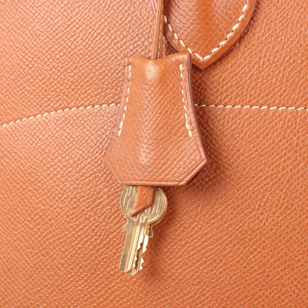 Imagen de la clochette del bolso hermès bolide courchevel gold