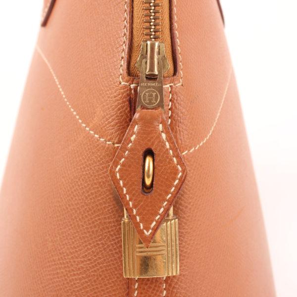 Imagen del candado del bolso hermès bolide cuero granulado camel