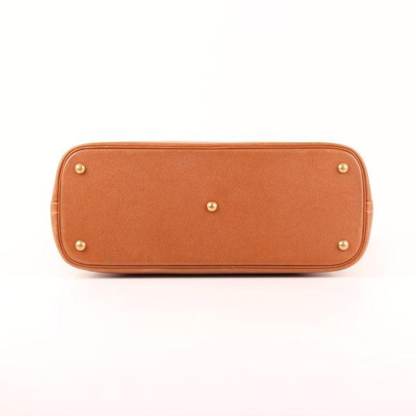 Imagen de la base del bolso hermès bolide piel courchevel gold