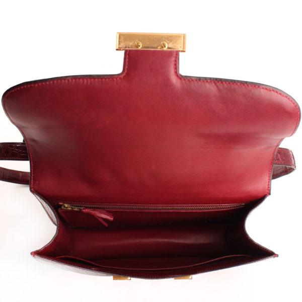 Imagen del forro del bolso hermès constance de cocodrilo porosus granate