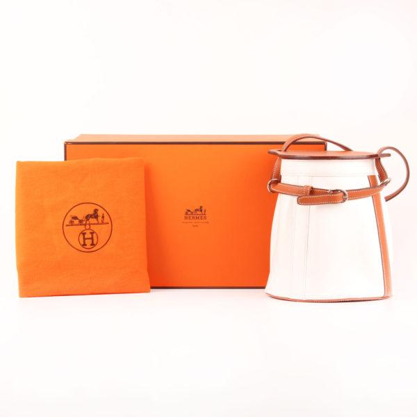 Imagen del bolso hermès farming bag blanca epsom con caja y funda