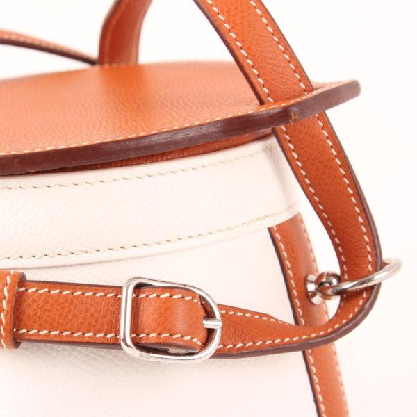 Imagen de la tapa del bolso hermès farming bag blanca epsom gold