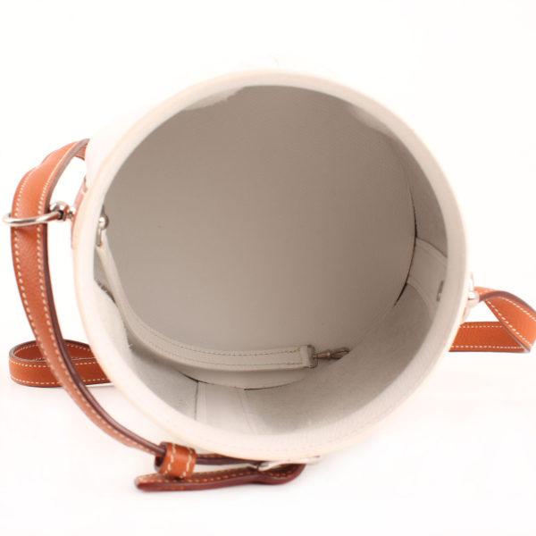 Imagen del interior del bolso hermès farming bag fiambrera blanca epsom