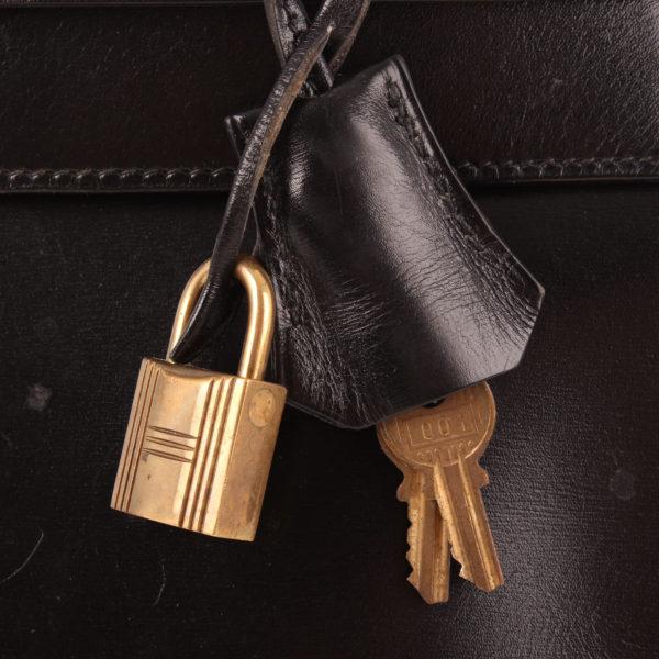 Imagen del candado y la clochette del bolso hermes kelly 32 box calf