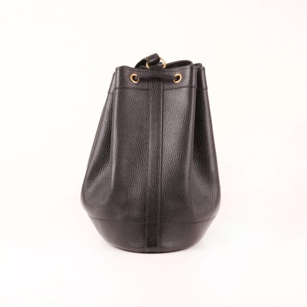 Imagen del lado 2 del bolso hermès market bucket bag negro