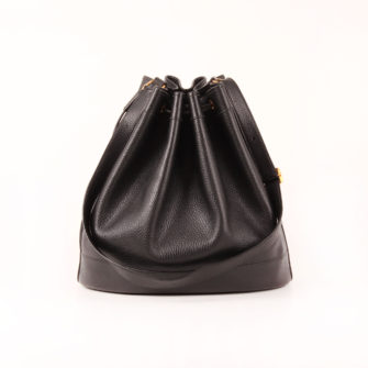 Imagen frontal del bolso hermès market bucket bag togo negro