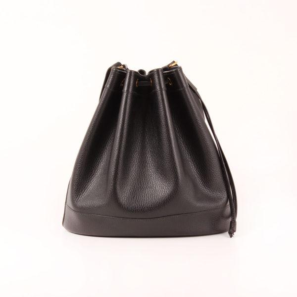 Imagen trasera del bolso hermès market bucket bag