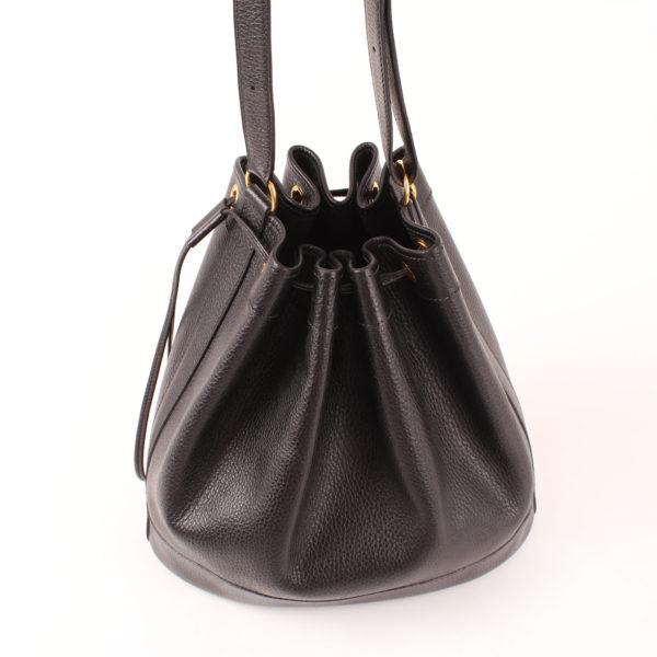 Imagen del bolso hermès market bucket negro togo con bandolera