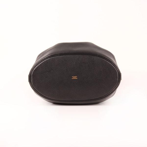 Imagen de la base del bolso hermès market bucket togo negro