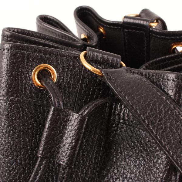 Imagen de las tiras ajustables del bolso hermès market bucket togo negro