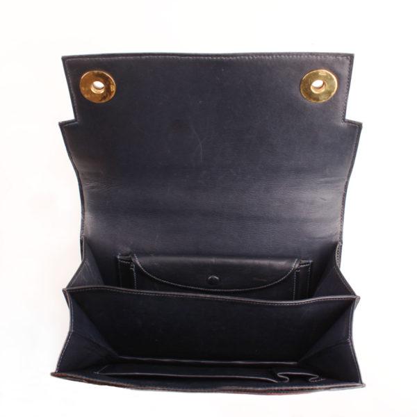 Imagen del interior del bolso hermès piano azul ocean lagarto