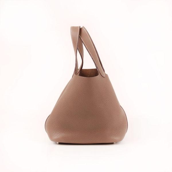 Imagen trasera del bolso hermès picotin MM lock taupe