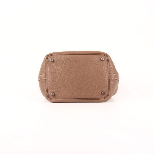 Imagen de la base del bolso hermès picotin mm lock clémence gris