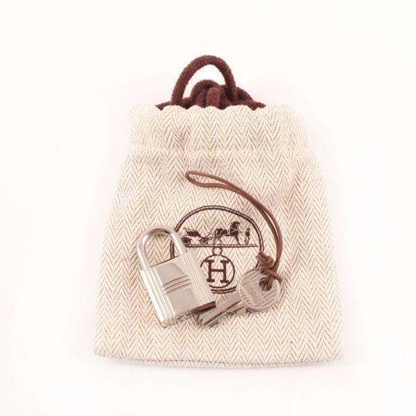 Imagen de las llaves y candado del bolso hermès picotin mm lock taupe clémence palladium