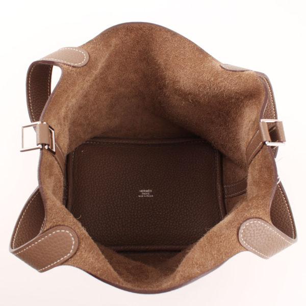 Imagen del interior del bolso hermès picotin mm lock taurillon clémence