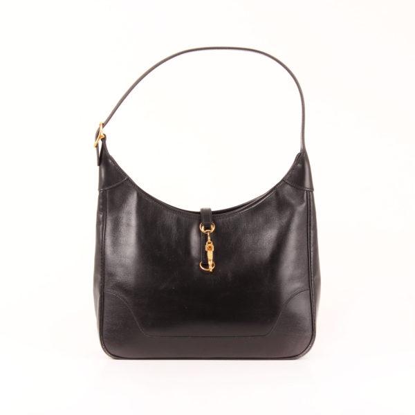 Imagen frontal del bolso hermès trim II box calf negro oro