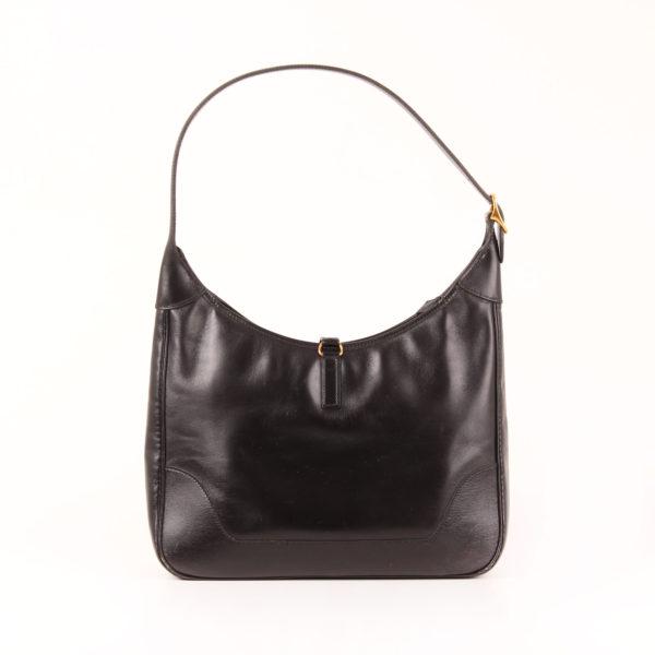 Imagen trasera del bolso hermès trim II cuero becerro negro