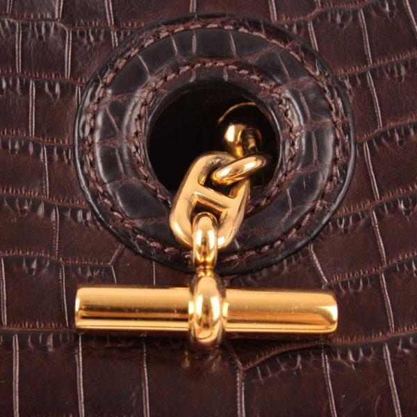Imagen del cierre del bolso hermes vespa tmp mini cocodrilo nilo marrón