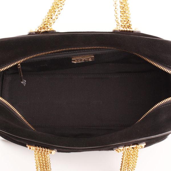 Imagen del forro del bolso loewe amazona 28 edición especial suede negro cadena oro