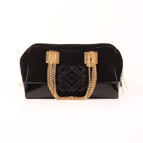 Imagen del bolso loewe amazona 28 edición especial suede negro cadena oro frontal con cadena