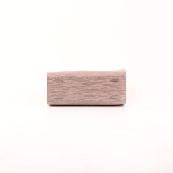 Imagen de la base del bolso louis vuitton figari pm epi gris