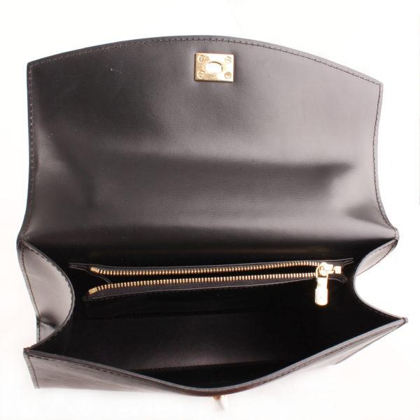 Imagen del interior del bolso louis vuitton malesherbes épi negro
