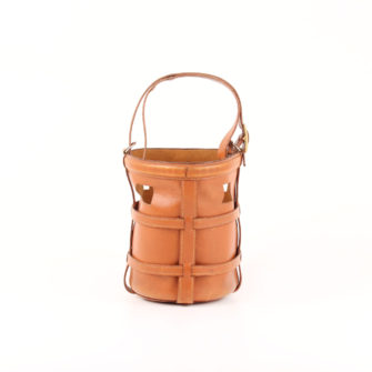 Imagen frontal del bolso sac mangeoire box calf gold