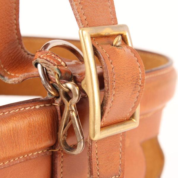 Imagen de la hebilla del bolso sac mangeoire box calf gold
