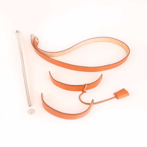 Imagen de las asas de la bolsa de viaje convertible hermès herbag lona cruda piel natural