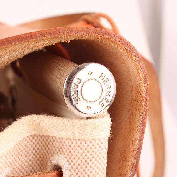 Imagen de la barra de hierre de la bolsa de viaje convertible hermès herbag lona cruda piel natural