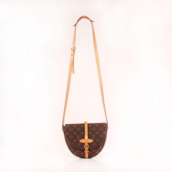 Imagen bandolera completa del bolso bandolera louis vuitton chantilly monogram