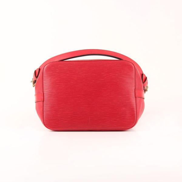 Imagen de la base del bolso bandolera louis vuitton noé épi petit rojo